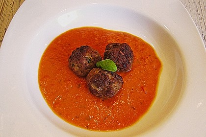 Mini - Frikadellen auf Tomatensauce