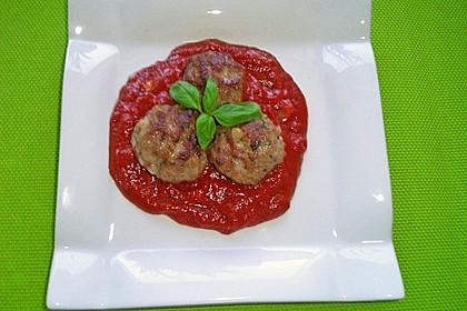 Mini - Frikadellen auf Tomatensauce 3