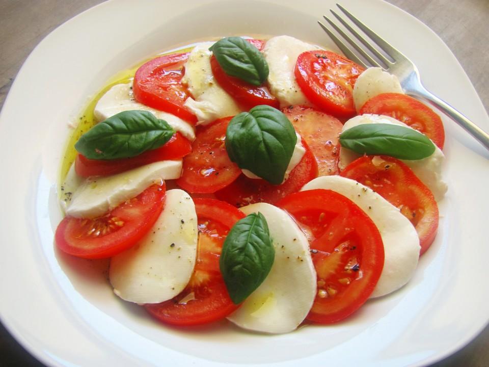 tomaten mozzarella salat mit balsamico dressing rezept mit bild. Black Bedroom Furniture Sets. Home Design Ideas