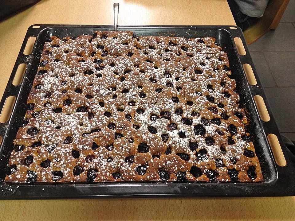 festlicher schoko nuss kuchen mit kirschen rezept mit bild. Black Bedroom Furniture Sets. Home Design Ideas
