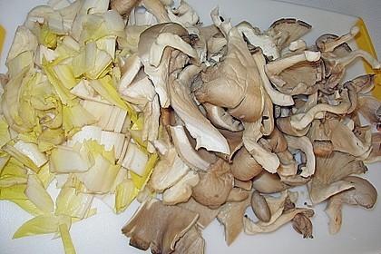 Hackpfanne mit Chicoree und Austernpilzen 3