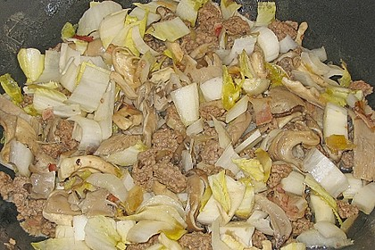 Hackpfanne mit Chicoree und Austernpilzen 1
