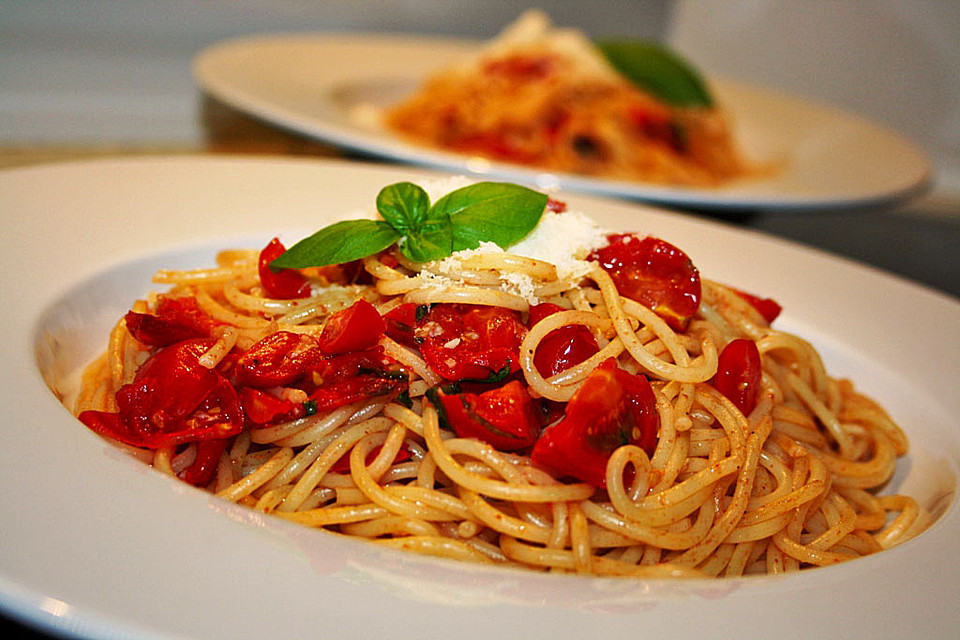 spaghetti mit frischen tomaten rezept mit bild von kleine hexe. Black Bedroom Furniture Sets. Home Design Ideas