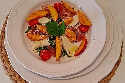Rucola Salat mit Mozzarella, Pfirsichen, Rohschinken und Honigdressing 9