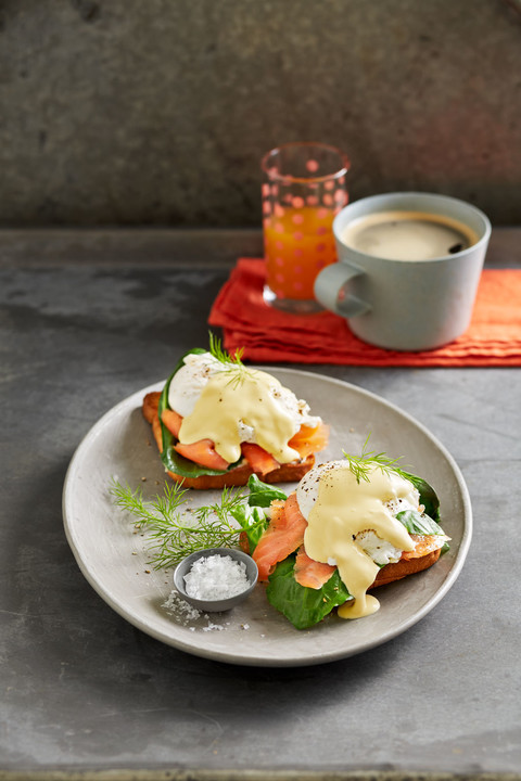 egg benedict mit lachs und mangold von glamax. Black Bedroom Furniture Sets. Home Design Ideas
