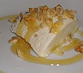 Mousse von griechischem Joghurt mit Honig und Walnüssen (Bild)