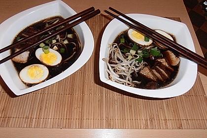Japanische Nudelsuppe mit Hühnerbrühe und Lende (Ramen) 15