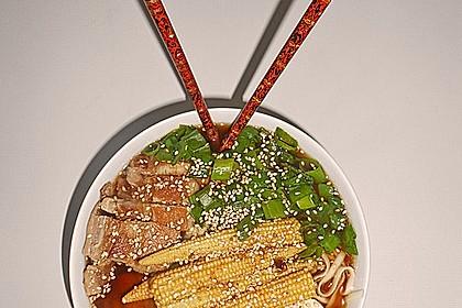 Japanische Nudelsuppe mit Hühnerbrühe und Lende (Ramen) 33