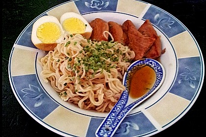 Japanische Nudelsuppe mit Hühnerbrühe und Lende (Ramen) 40