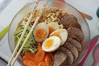 Japanische Nudelsuppe mit Hühnerbrühe und Lende (Ramen) 11