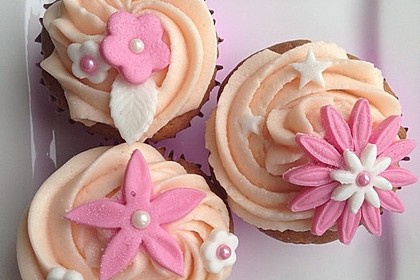 Apfel - Marzipan - Cupcakes mit Zimtsahne