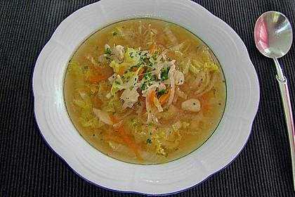 Gemüsesuppe mit zartem Hühnerfleisch 0