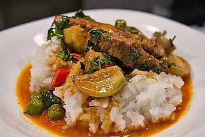 Rezeptbild zum Rezept Rotes Thai - Curry mit Rind und Thai - Auberginen