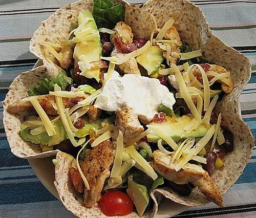 nacho salat mexikanischer schichtsalat vegetarisch rezepte suchen. Black Bedroom Furniture Sets. Home Design Ideas