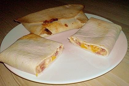 Italienische fake burritos oder Pseudo - Pizza Calzone