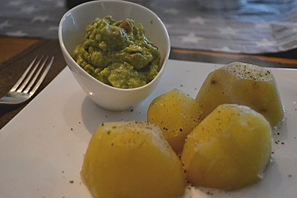 Avocado - Salsa an Pellkartoffeln 2
