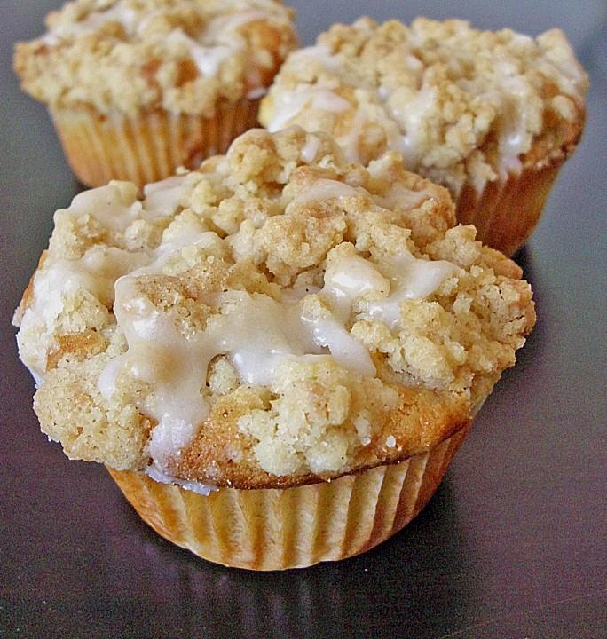 marzipan apfel muffins mit zimtstreuseln von mira belle. Black Bedroom Furniture Sets. Home Design Ideas