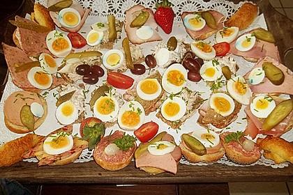 Mini - Sandwiches mit Lachs, Putenbrust und Roastbeef