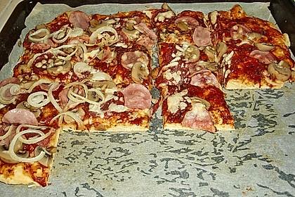 Marinas Pizzateig mit Backpulver 11