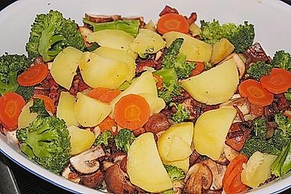 Saftiger Kartoffel - Gemüse - Auflauf 9