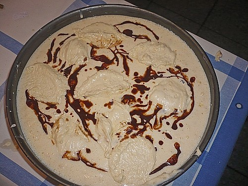 Cinnamon Roll Cheesecake 3