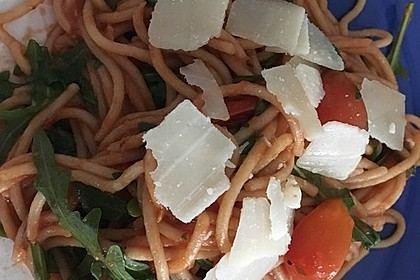Tagliatelle mit Rucola in Tomatensauce 1