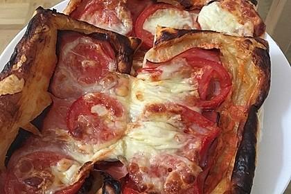 Kleine Blätterteig - Pizzen 25