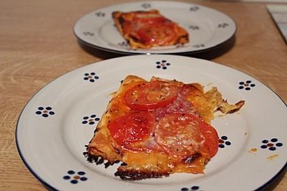 Kleine Blätterteig - Pizzen 27
