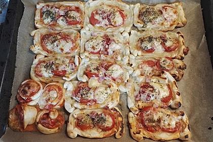 Kleine Blätterteig - Pizzen 36