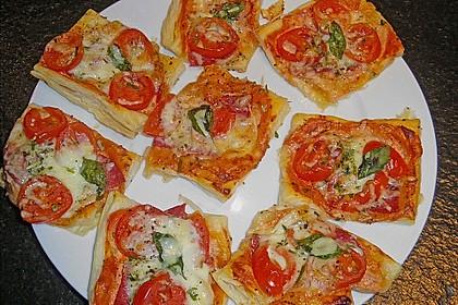 Kleine Blätterteig - Pizzen 6