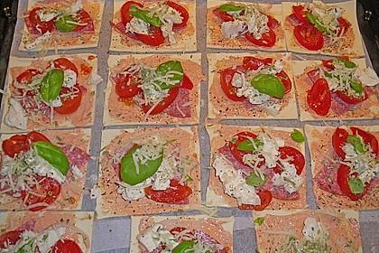 Kleine Blätterteig - Pizzen 16
