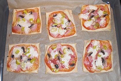 Kleine Blätterteig - Pizzen 29