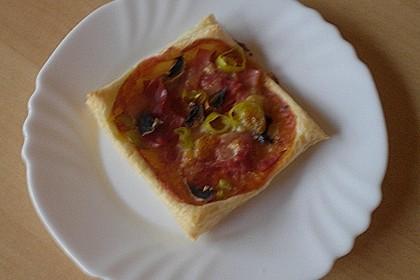 Kleine Blätterteig - Pizzen 45
