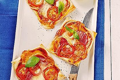 Kleine Blätterteig - Pizzen