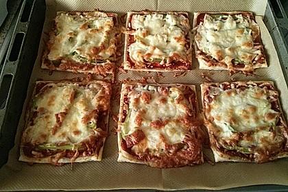 Kleine Blätterteig - Pizzen 26