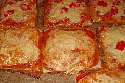 Kleine Blätterteig - Pizzen 19