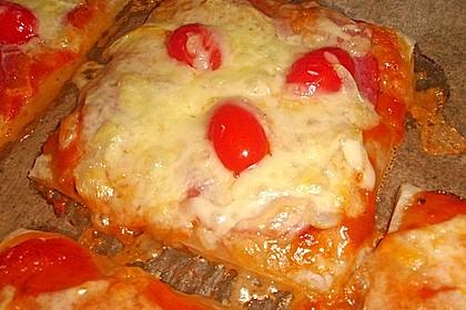 Kleine Blätterteig - Pizzen 34