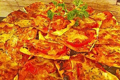 Kleine Blätterteig - Pizzen 15