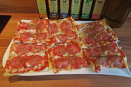 Kleine Blätterteig - Pizzen 9
