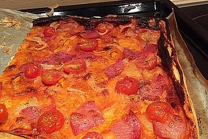 Kleine Blätterteig - Pizzen 40