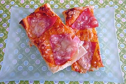 Kleine Blätterteig - Pizzen 20