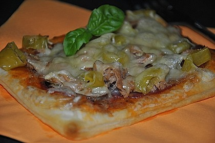 Kleine Blätterteig - Pizzen 17