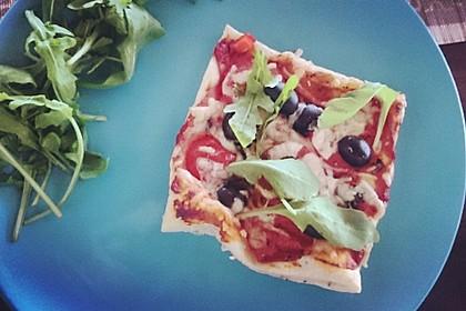 Kleine Blätterteig - Pizzen 11