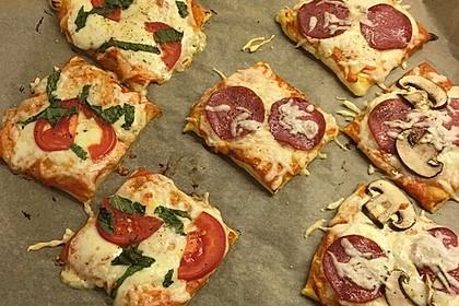 Kleine Blätterteig - Pizzen 18