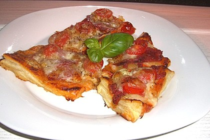 Kleine Blätterteig - Pizzen 12