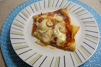 Kleine Blätterteig - Pizzen 32