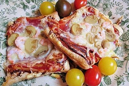 Kleine Blätterteig - Pizzen 4