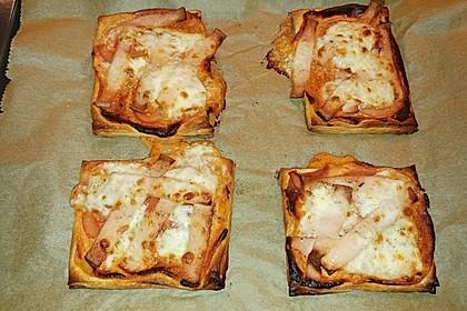 Kleine Blätterteig - Pizzen 35