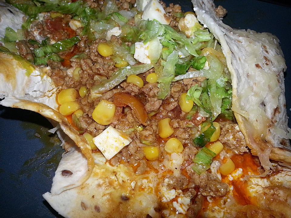 burrito tortilla gef llt mit hackfleisch mais salat und jalapenoscheiben rezept mit bild. Black Bedroom Furniture Sets. Home Design Ideas