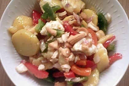 Pikanter Kartoffelsalat mit Nusskernen 1